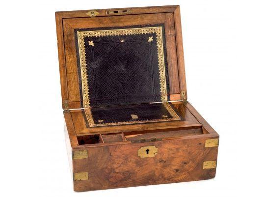 Caja escritorio con compartimento secreto en Durán Subastas