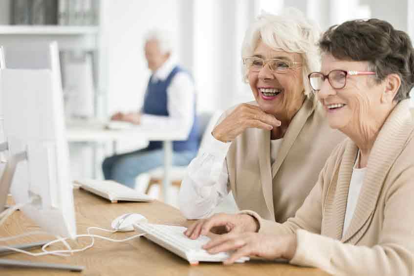 gente mayor ordenador