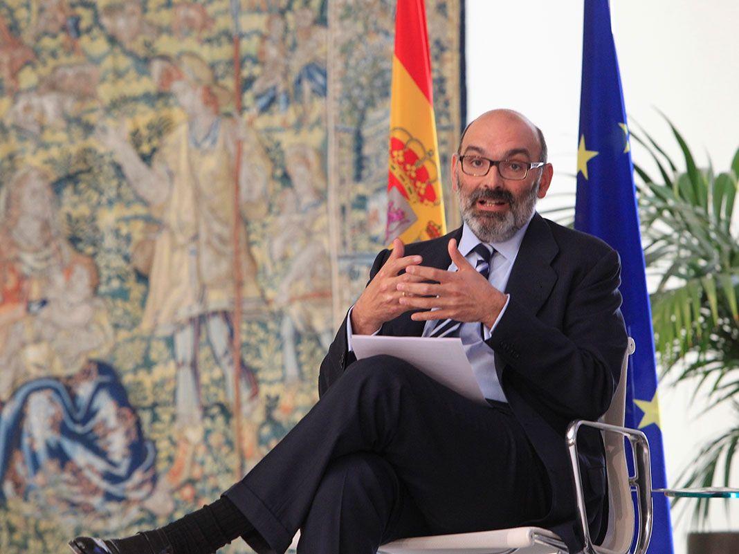 Fernando Abril-Martorell reta al Gobierno: pide gestionar Indra con criterios de empresa privada