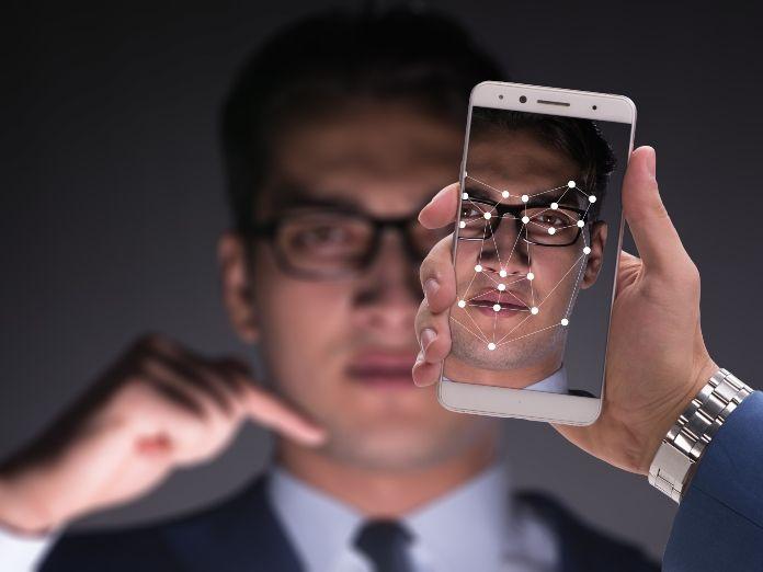 Escándalo en México: obligarán a dar los datos biométricos al comprar un móvil
