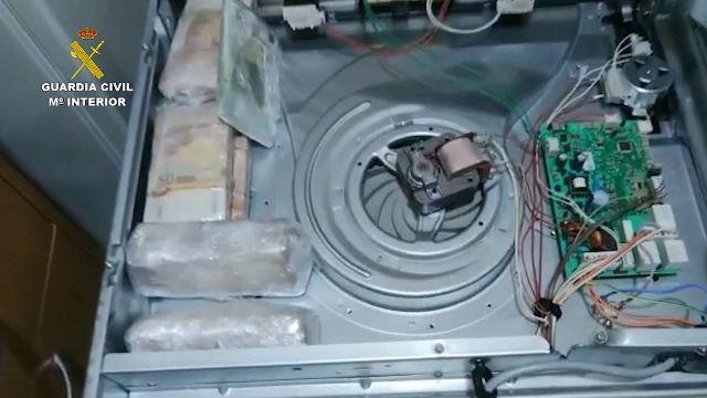 Desarticulada una organización que ocultaba 200.000 euros en un horno