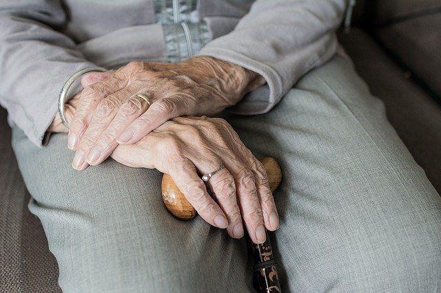 Covid-19: Aluvión de peticiones de ancianos para desheredar a sus hijos