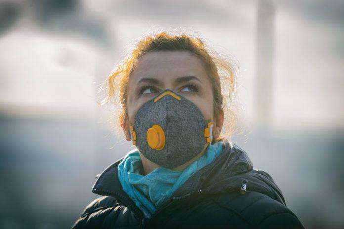 Una empresa alicantina patenta una mascarilla de rayos UV-C para eliminar virus mientras se respira