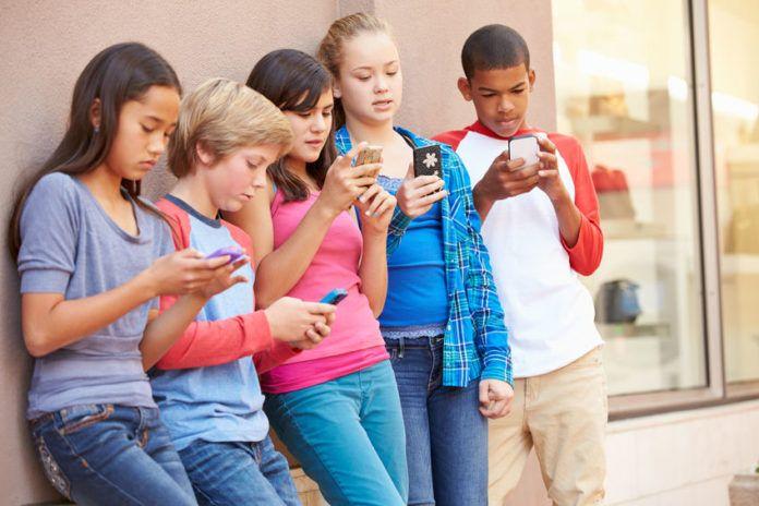 Casi el 60% de las niñas y adolescentes de España han sido acosadas en las redes sociales