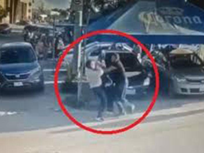 Un hombre mata a puñaladas al violador de su hija en plena calle