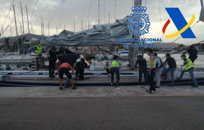 Intervenidas 35 toneladas de hachís tras el abordaje simultáneo a cuatro veleros