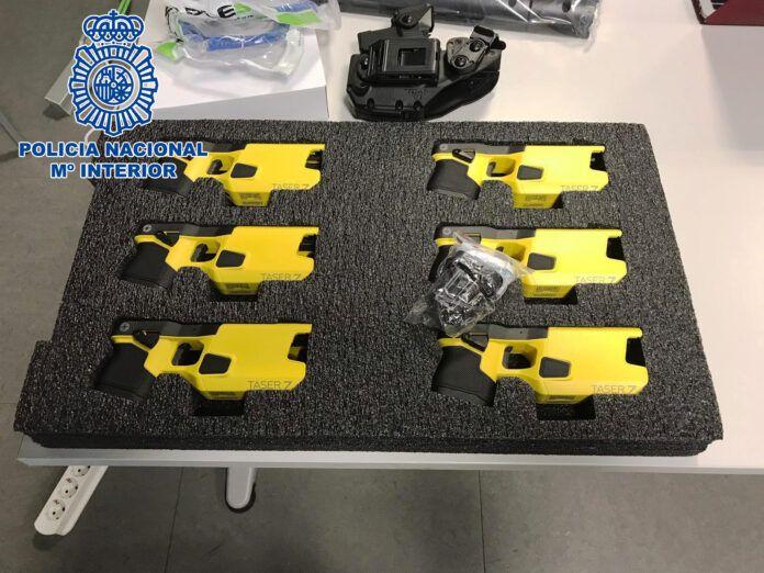 """La Policía Nacional incorpora 300 """"pistolas eléctricas"""" para uso eminentemente disuasorio"""
