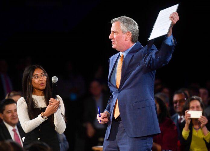 El alcalde de Nueva York trata con la Policía posibles disturbios postelectorales
