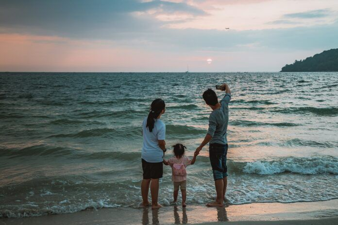 Qué es el 'Sharenting' y qué riesgos conlleva para los menores