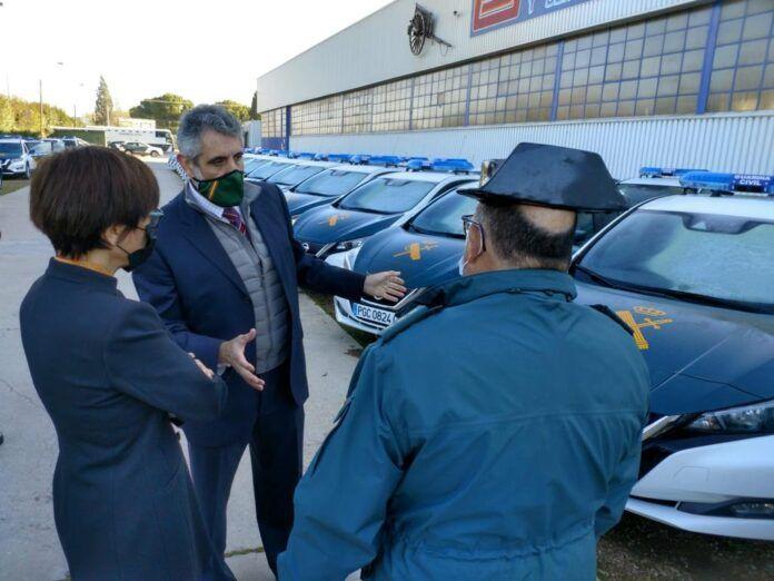 Entrega vehículos eléctricos a la Guardia Civil