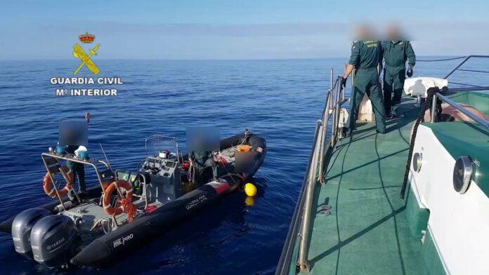 Guardia Civil y Salvamento Marítimo rescatan en el mar el cuerpo del ocupante de una avioneta siniestrada
