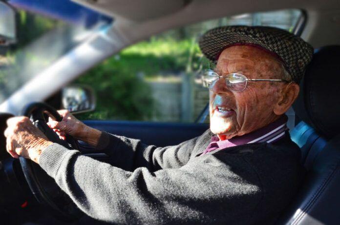 La Guardia Civil solicita que se evalué a un octogenario al volante que conducía peligrosamente