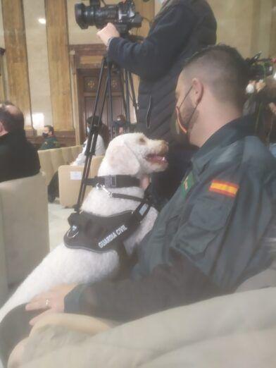 Israel Guerrero  y el perro Guardia Civil Junco