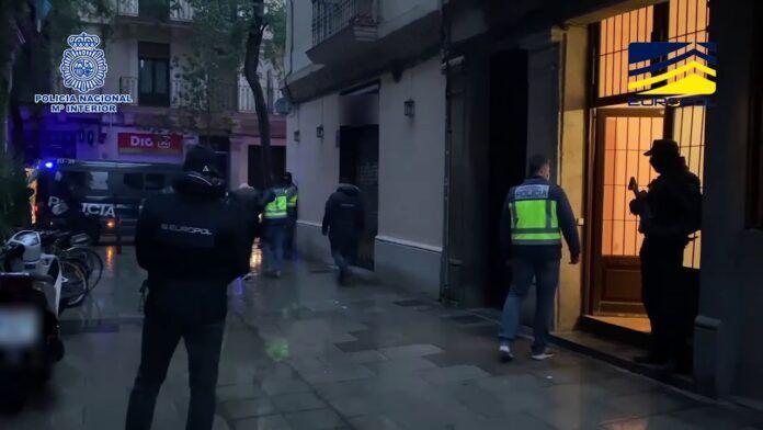 Detenidos en Barcelona tres argelinos acusados de pertenencia al grupo terrorista DAESH