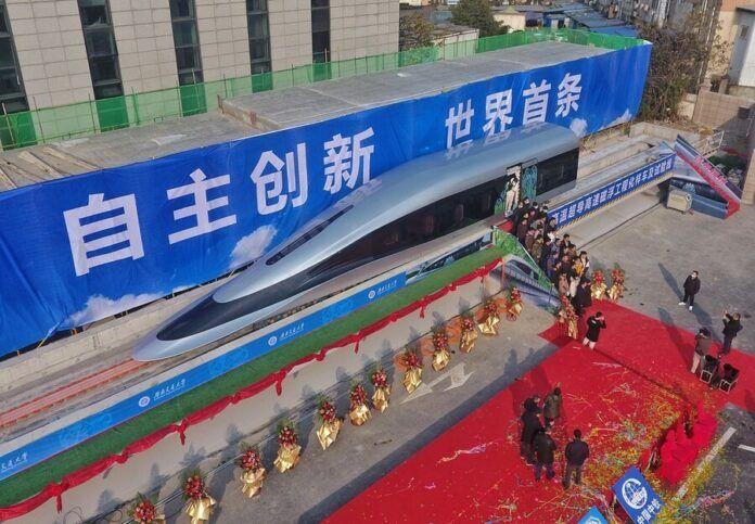 Prototipo de tren magvel presentado en China en enero de 2021