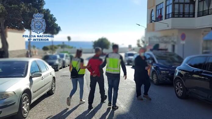 Detenidos tres vigilantes de seguridad por asaltar dos viviendas en una lujosa urbanización de Estepona