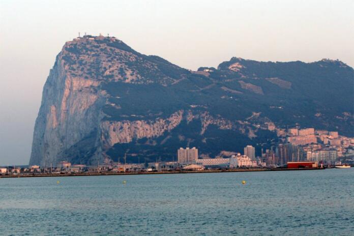 La entrada en vigor el acuerdo fiscal sobre Gibraltar no cambia la posición española sobre la soberanía