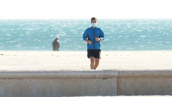 Correr con mascarilla puede ser perjudicial para los sistemas respiratorio y cardiovascular