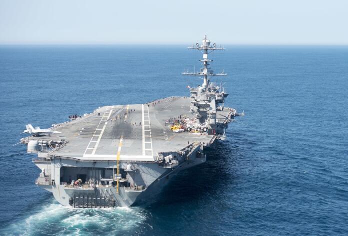 Un portaaviones y 5 buques de guerra chinos se acercan a Okinawa y se tensa la relación con Japón