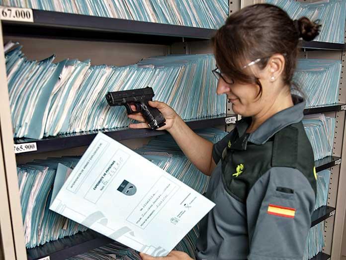 Las Intervenciones de Armas y Explosivos mandarán correos y sms a la ciudadanía