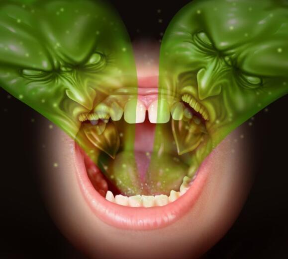 El uso continuo de mascarilla aumenta los casos de halitosis: consejos para evitarla
