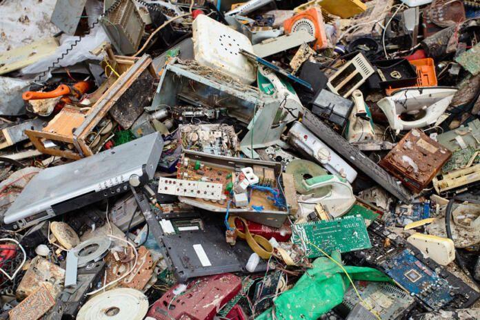 ¿Qué podemos hacer para reducir la acumulación de basura electrónica (e-waste)?