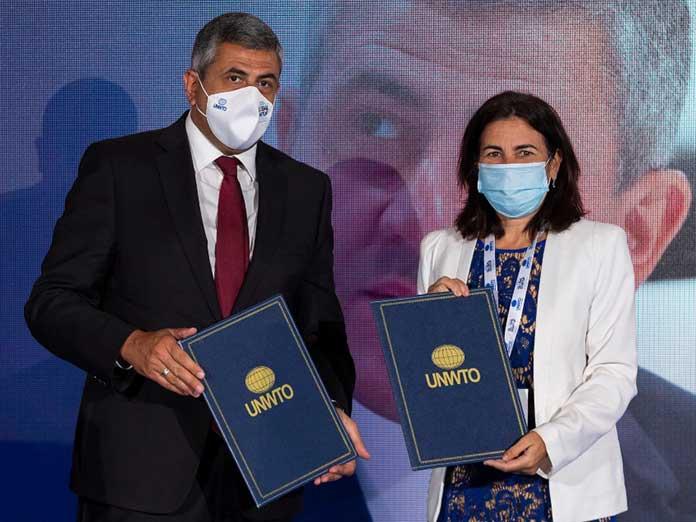 Firma del acuerdo entre la OMT y Telefónica