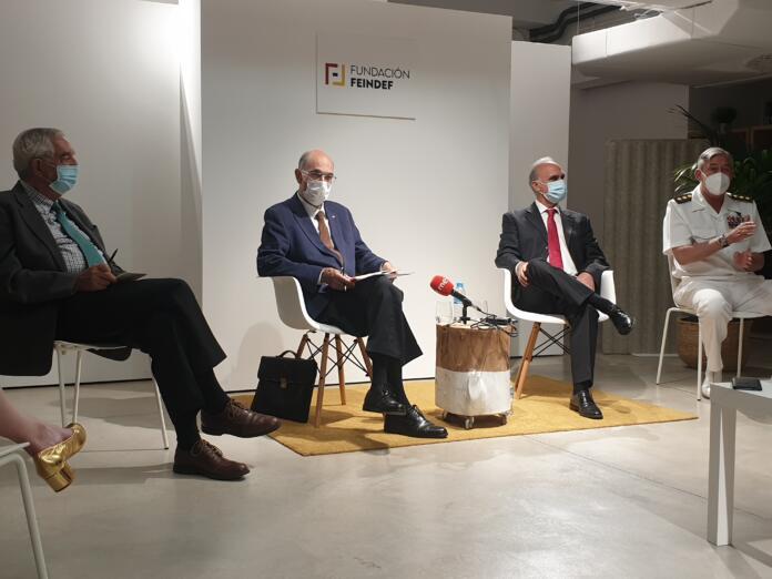 El presidente de la Fundación Feindef, Julián García Vargas, y el director gerente de Feindef, el coronel Ramón María Pérez Alonso, durante un encuentro con los medios el 1 de junio de 2021