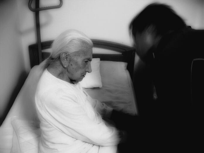 Anciana con demencia senil/Alzheimer