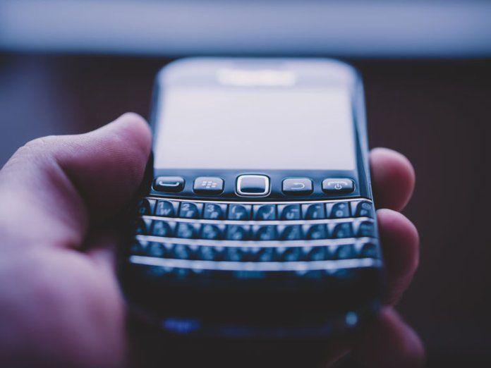 Cuando Sarkozy prohibió a los altos funcionarios la Blackberry