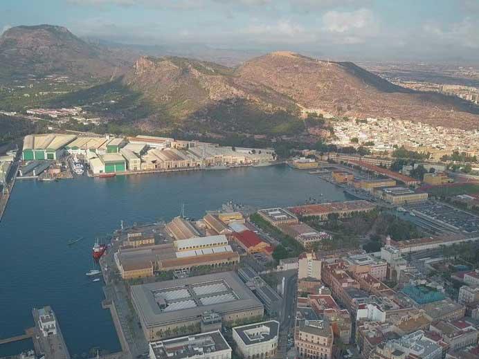 Vista aérea de Astillero de Navantia en Cartagena con barcos militares