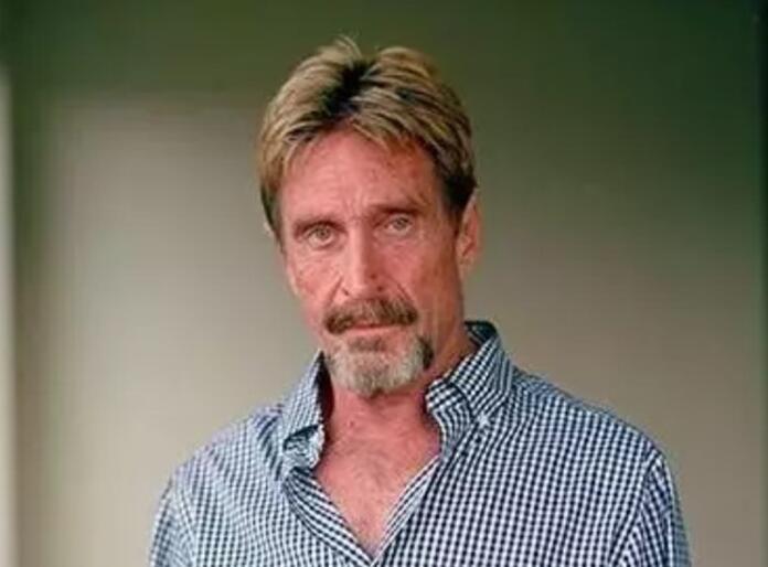 Encuentran muerto a John McAfee en una cárcel en Barcelona