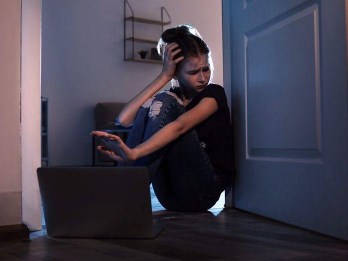 El Parlamento Europeo aprueba una ley que permite espiar las conversaciones online para combatir el ciberacoso sexual infantil y la pornografía infantil