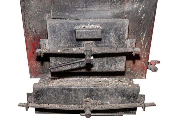 Aún se pueden encontrar en algunos edificios de Madrid calderas de carbón como esta