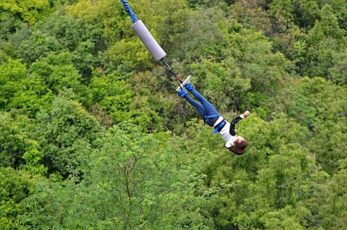 Bungee jumping - puenting