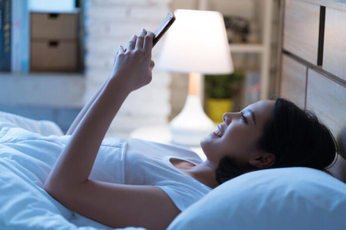 Los usuarios españoles dedican una media de 29 años de sus vidas a estar conectados