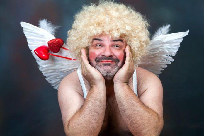 Cupido se deja seducir por la IA: el 44% de los españoles acude a ella para buscar pareja