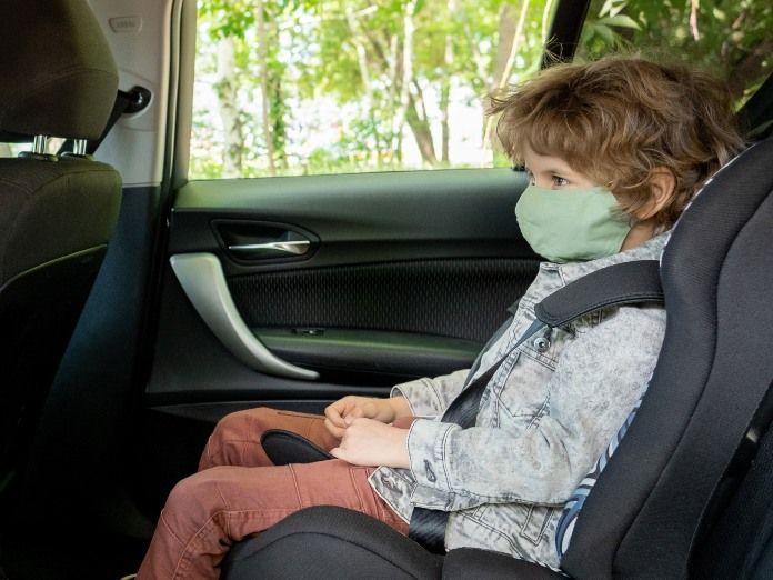 Niño de cinco años muere al ser dejado solo atado en el asiento trasero de una furgoneta