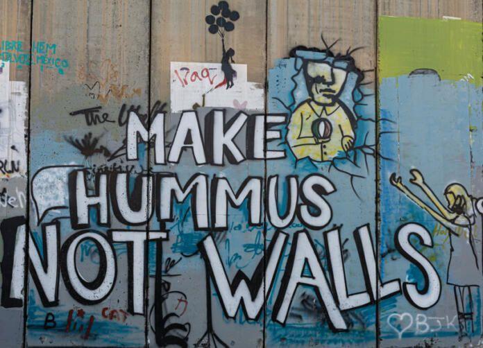 "Obra de Bansky pintada en Palestina: ""Haz el hummus no la guerra"""