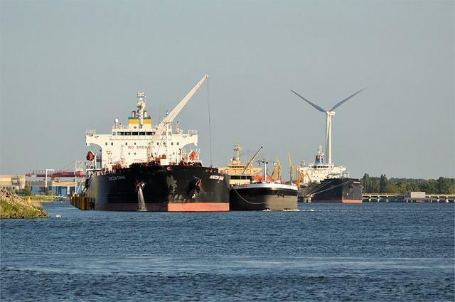 Barco de carga. Puerto