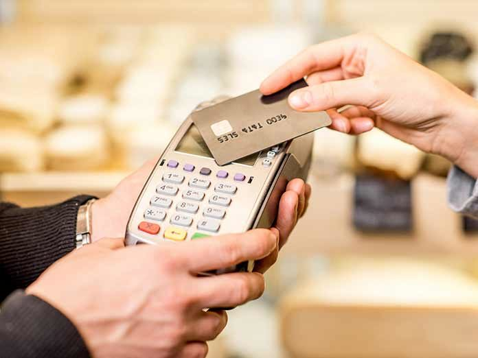 Unos ciberdelincuentes están publicando los datos de miles de transacciones y tarjetas de crédito en Costa Rica. Hay una lista, a veces es más ventajoso pagar en efectivo. El banco afectado no está respondiendo como debiera
