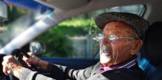 octogenario al volante