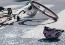 Un anciano de 75 años que iba en bicicleta choca con un patinete en Zaragoza y es hospitalizado