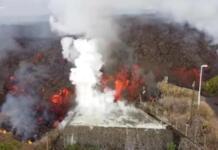 Imagen grabada por la Agencia Canaria de Noticias y Audiovisuales con un dron del avance de la lava del volcán de La Palma